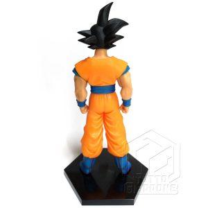 Dragon Ball statuetta di Goku in piedi pronto allo scontro 2 tuttogiappone