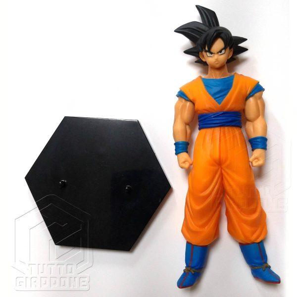 Dragon Ball statuetta di Goku in piedi pronto allo scontro 4 tuttogiappone